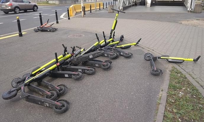 E-Scooters lying on a sidewalk.